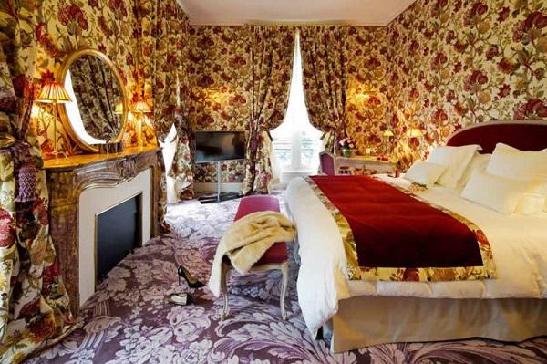 La_Grande_Maison_bedroom_1-800x533