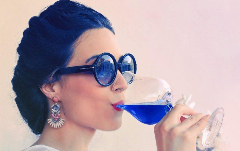 蓝色葡萄酒能喝吗?不会中毒吗?