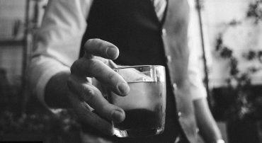 """英国酒水公司因""""错误宣传酒与健康的关系""""而被控诉"""